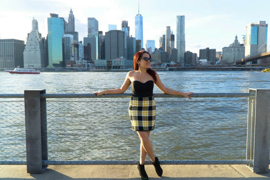 Dreamsinheels.com travel blogger in front of NYC skyline